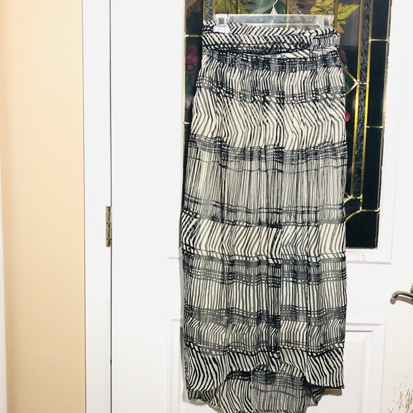 H&M Dresses & Skirts - H&M HIGH LOW FLOWY MAXI SKIRT SIZE 2